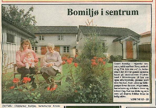 Farmor Marit J (f. Nilsen), med meg og oldebarn, i bakgården Frydenlund. 1993, masse roser blomstret da.