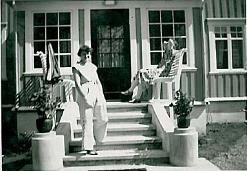 Fra venstre Marit Johansen (f.Nilsen), den andre trolig Ingeborg Johnsen (f. Nilsen)(søster)
